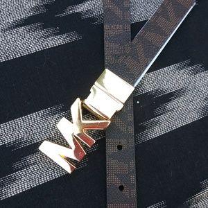 MICHAEL KORS initial skinny belt